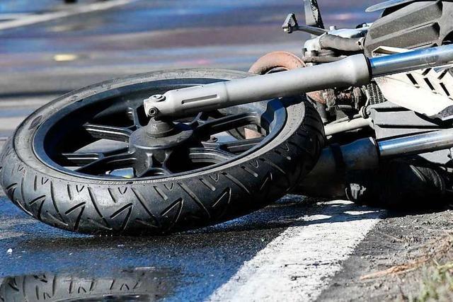 Motorradfahrer und Fahrradfahrer werden bei Unfall in Lörrach verletzt