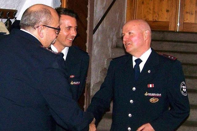 Abteilung Wiehre der Freiwilligen Feuerwehr ernennt Jürgen Albrecht zum Ehrenkommandanten