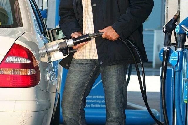 Mann vergisst Auto an Tankstelle