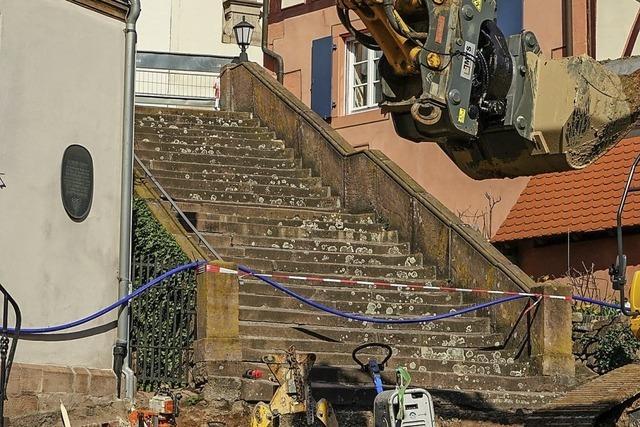 Treppenaufgang zur Kirche wird saniert