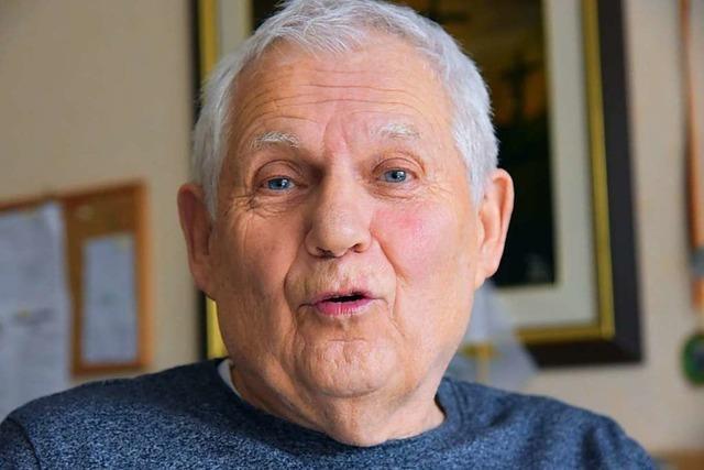 Dieter Rutz, 80, kümmert sich beim FC Emmendingen um Integration