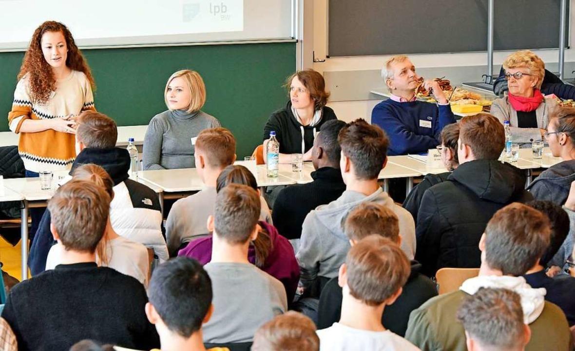 Am Wentzinger (rechts) standen mehrere Kandidierende Rede und Antwort.    Foto: Michael Bamberger