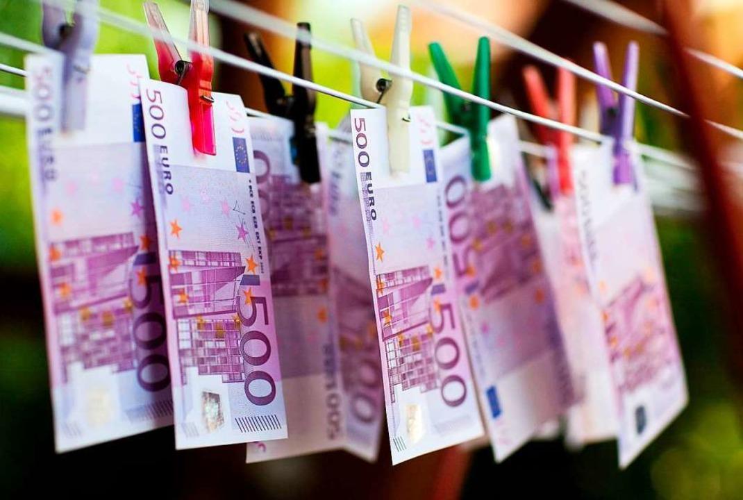 1,5 Millionen Euro haben die Ermittler Kriminellen abgenommen (Symbolbild).  | Foto: dpa