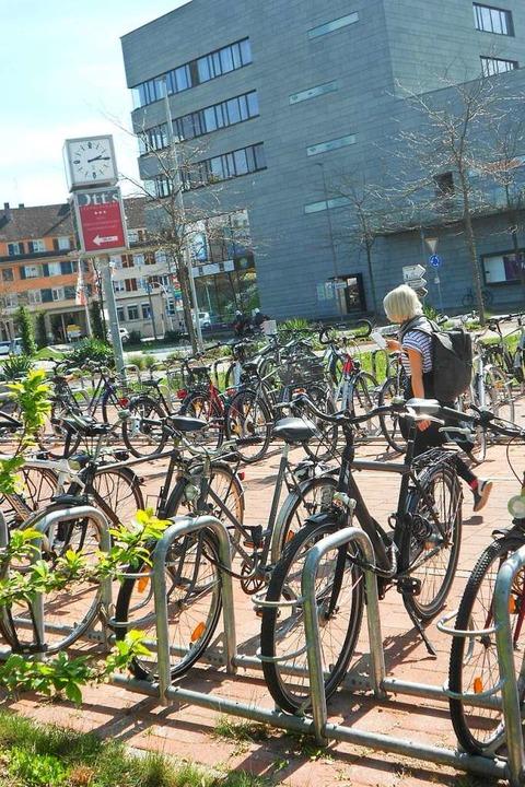 Das ist der Radabstellplatz an der Tra... Räder laut Polizei gestohlen wurden.   | Foto: Symbolbild: Victoria Langelott