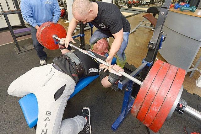 Zwei Freiburger Powerlifter sind ausgezeichnet im Kraftdreikampf