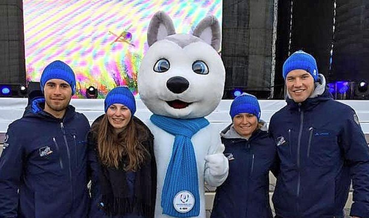 Das alpine Universiade-Team mit Maskot...lekofer, Olivia Wenk und Tim Siegmund   | Foto: M. Siegmund