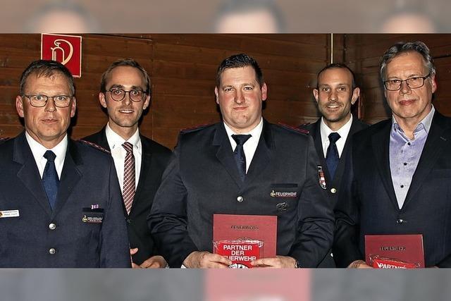 Vogtsburger Feuerwehr zeichnet zwei Betriebe aus