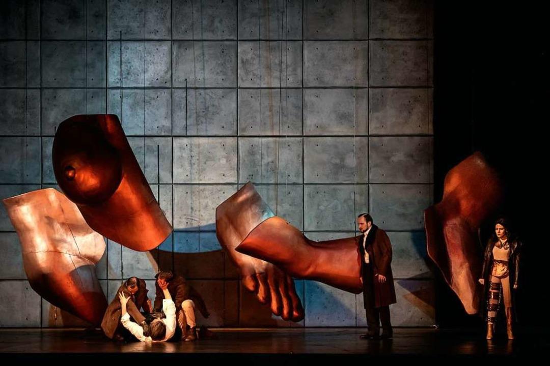 Als wär's ein surreales Bild von...no Pensottis Inszenierung in Straßburg  | Foto: Klara Beck