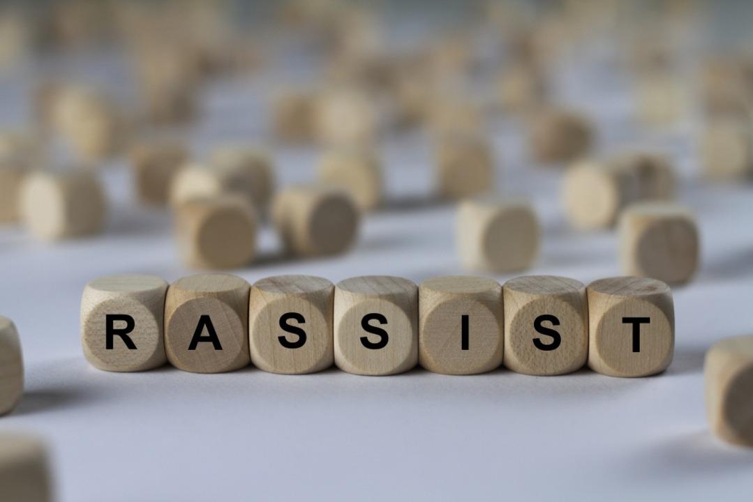 Rassismus ist auch in Freiburg ein Thema  | Foto: domoskanonos / adobe.com