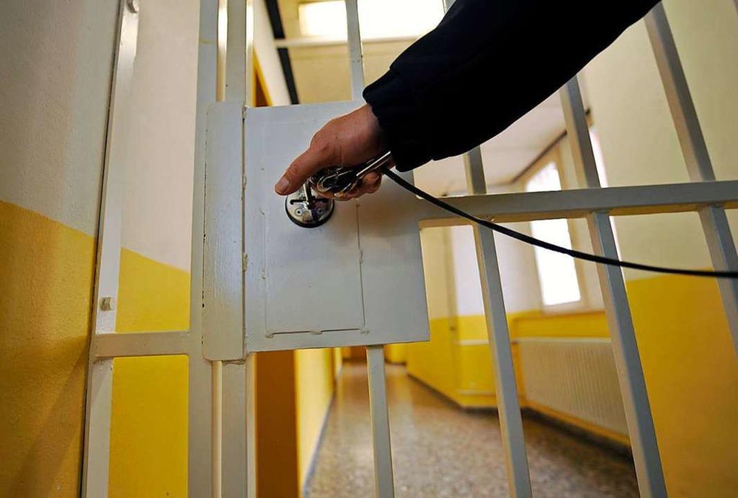 Der Haftbefehl lautet auf versuchten Totschlag.  | Foto: dpa