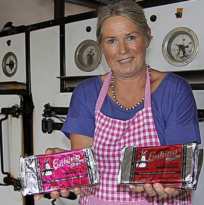 Spezialität: Susanne Enking verkauft Pumpernickel.  | Foto: dpa-tmn