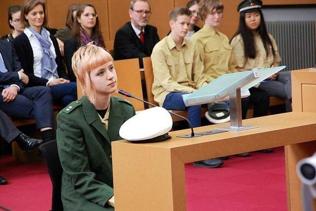 Deutsche und französische Schüler simulieren einen Strafprozess