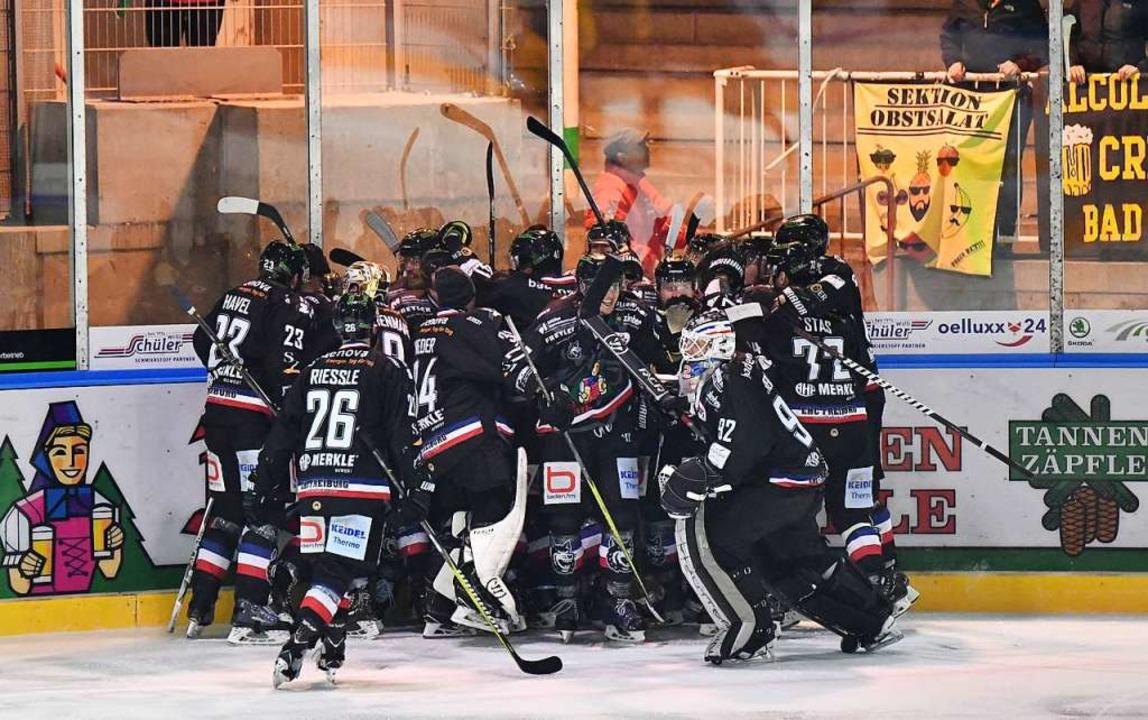Freiburger Jubel nach dem Overtime-Sieg im zweiten Spiel.    Foto: Achim Keller