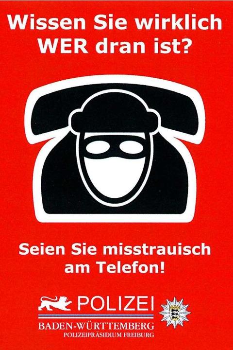 Die Polizei warnt vor Betrügern am Telefon.  | Foto: BZ