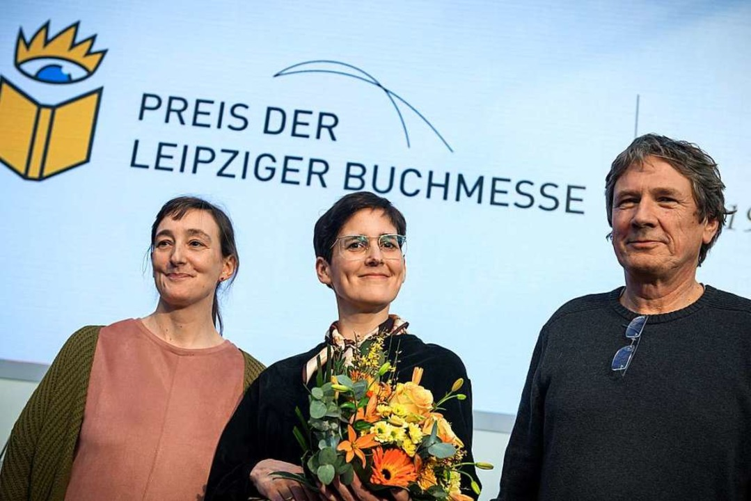 Die Preisträger (von links): die Übers...und der Sachbuchautor Harald Jähner.    | Foto: dpa