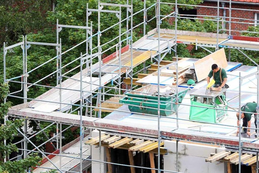 In Ebnet werden nun – nicht-öffe...fachwohnungen diskutiert (Symbolbild).  | Foto: dpa