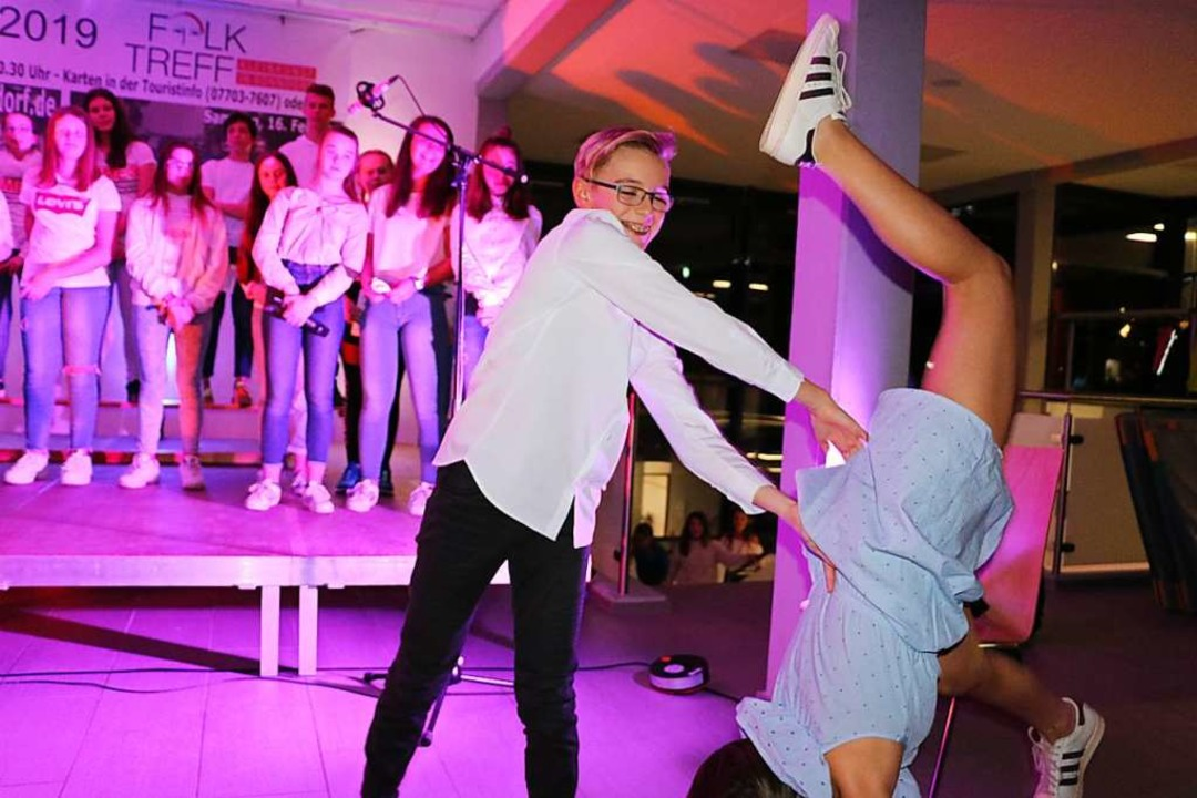 "Dirty dancing feeling zauberten der Sc...2;Time of my life"" in das Foyer.  | Foto: Martha Weishaar"