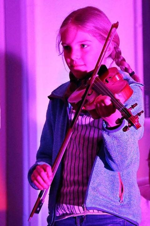 Die Klasse 6a vereint viele Musiktalen...orhorn, Geige, Xylophon oder Keyboard.  | Foto: Martha Weishaar