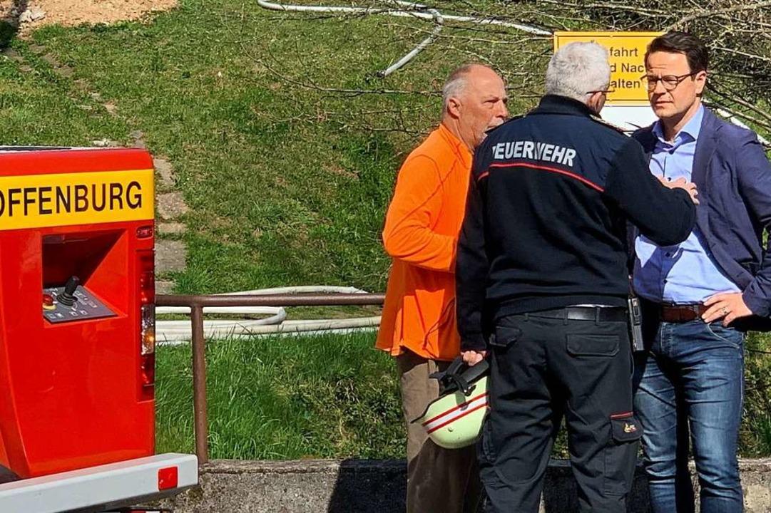 OB Marco Steffens und Zell-Weierbachs ...nes Notunterkunft bereitgestellt wird.  | Foto: Helmut Seller