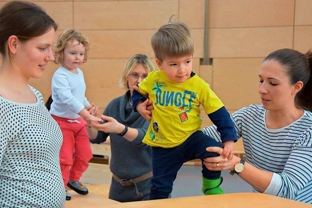 In Gundelfingen angehende Physiotherapeuten lernen von den Kleinen