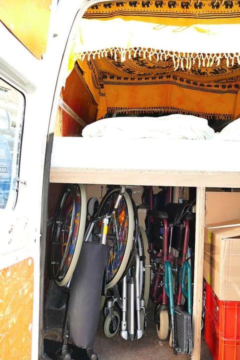 Unten Sachspenden, oben die Betten der Teilnehmer.  | Foto: Sylvia Sredniawa