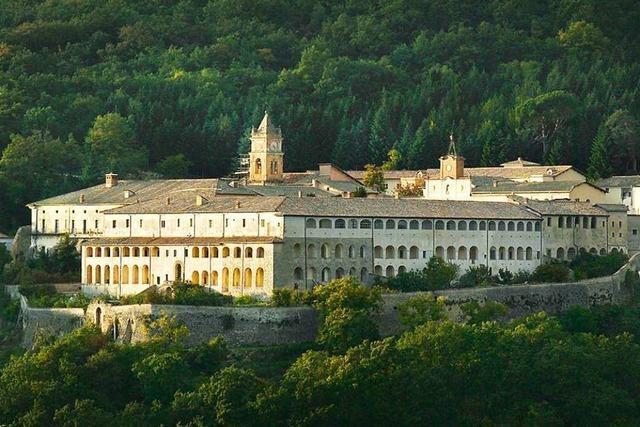 Wie ein italienisches Kloster zu einer populistischen Kaderschmiede wird