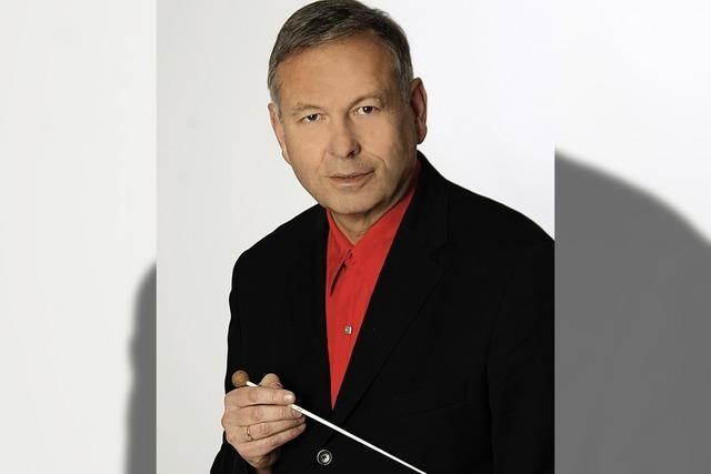 Gregor Mais führt in das Konzert des Pianisten Wolfram Lorenzen in Wehr ein