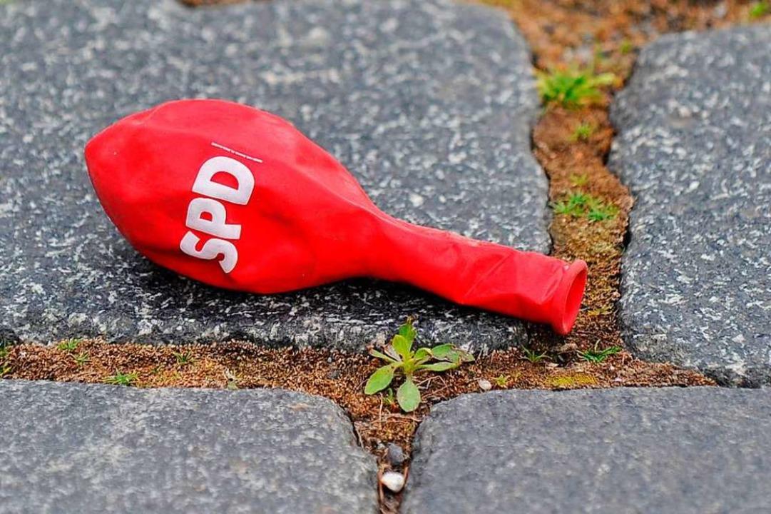 Im Wyhler Gemeinderat ist die SPD-Luft erstmal raus.  | Foto: Matthias Hiekel (dpa)