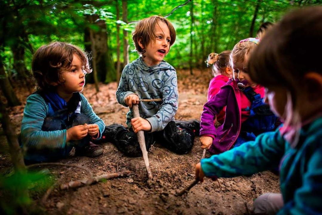 Die Natur und der Wald bieten Kindern vielfältige Spielmöglichkeiten.  | Foto: Andreas Arnold