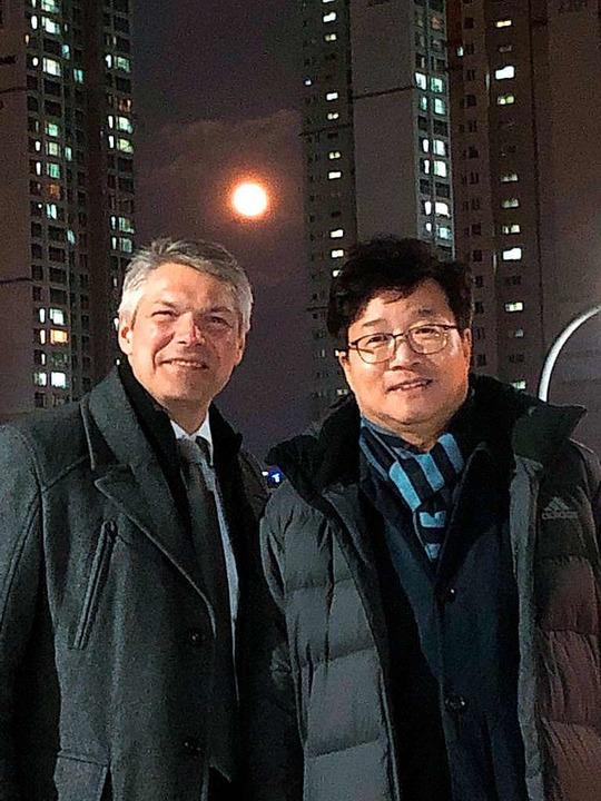 Suwons Bürgermeister Yeom Tae-Young (r...Freiburger Amtskollege  Stefan Breiter  | Foto: privat