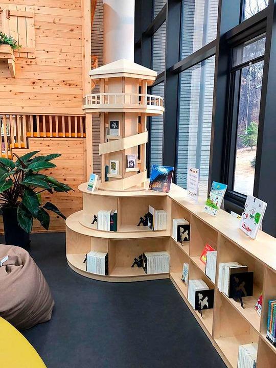 Es gibt in Suwon sogar noch einen Seep...at: als Bücherregal in der Bibliothek.  | Foto: Stefan Breiter