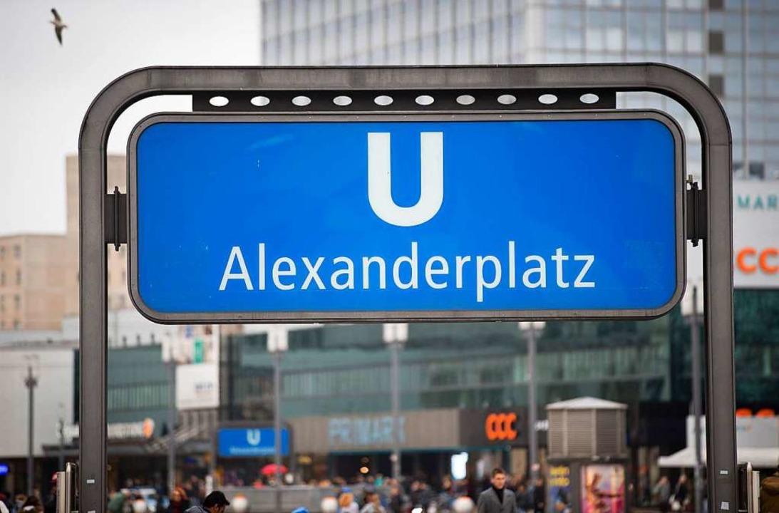 Massenschlägerei auf dem Alexanderplatz in Berlin.  | Foto: dpa
