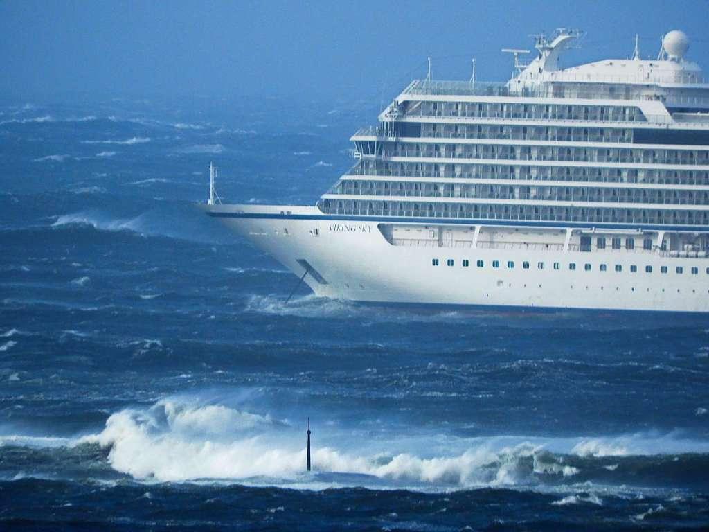 Kreuzfahrtschiff Vor Norwegen In Seenot
