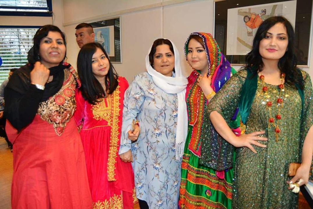 Zum ersten persischen Neujahrsfest im ...äste ihre traditionellen Festgewänder.  | Foto: Danielle Hirschberger
