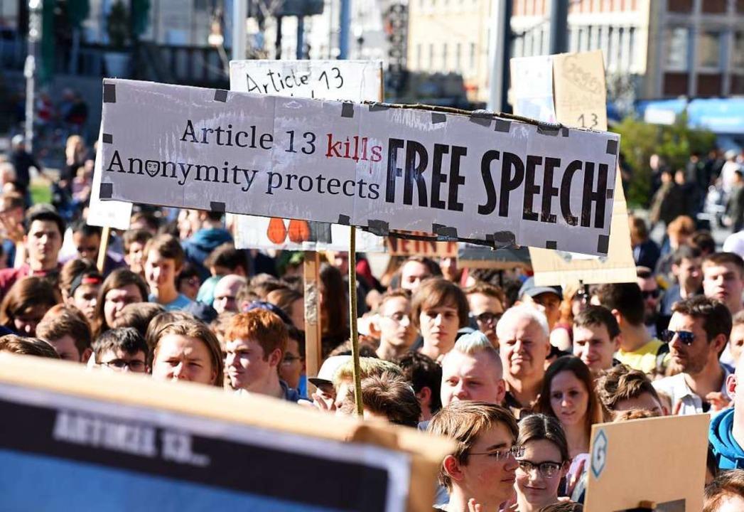 Demonstration in Freiburg gegen die geplante Urheberrechtsreform der EU  | Foto: Rita Eggstein