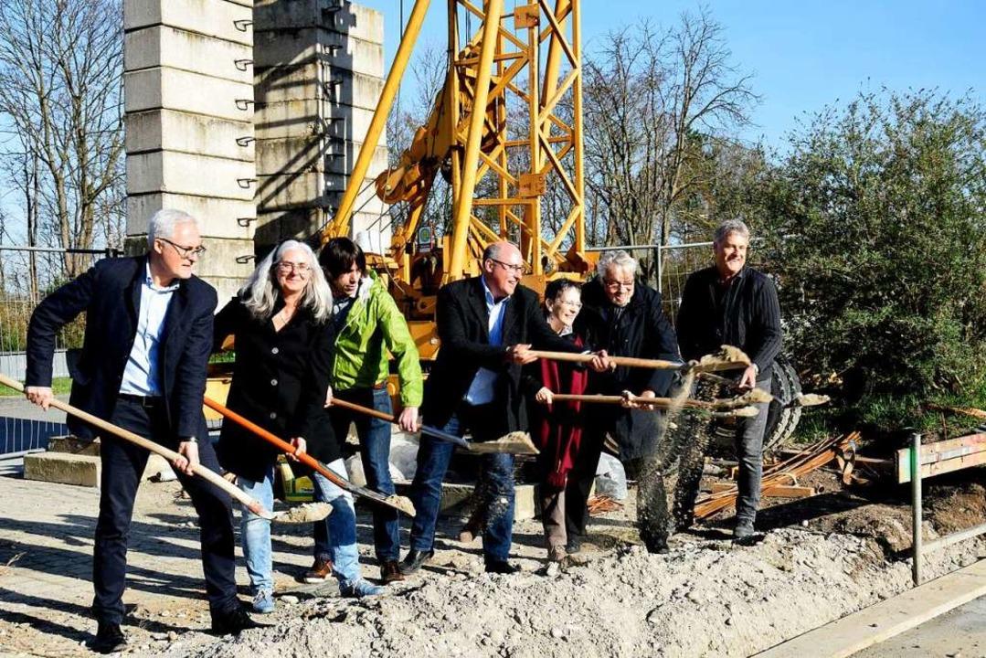Spatenstich für den Erweiterungsbau de...th, und Bauunternehmer Theo Hamburger.  | Foto: Kai Kricheldorff
