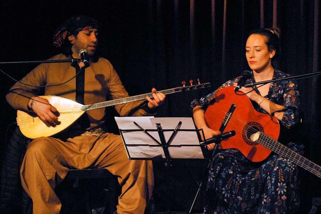 Samano Altahir und Anna Gehlhaar spiel...abischen und dem deutschen Kulturraum.  | Foto: Thomas Loisl Mink