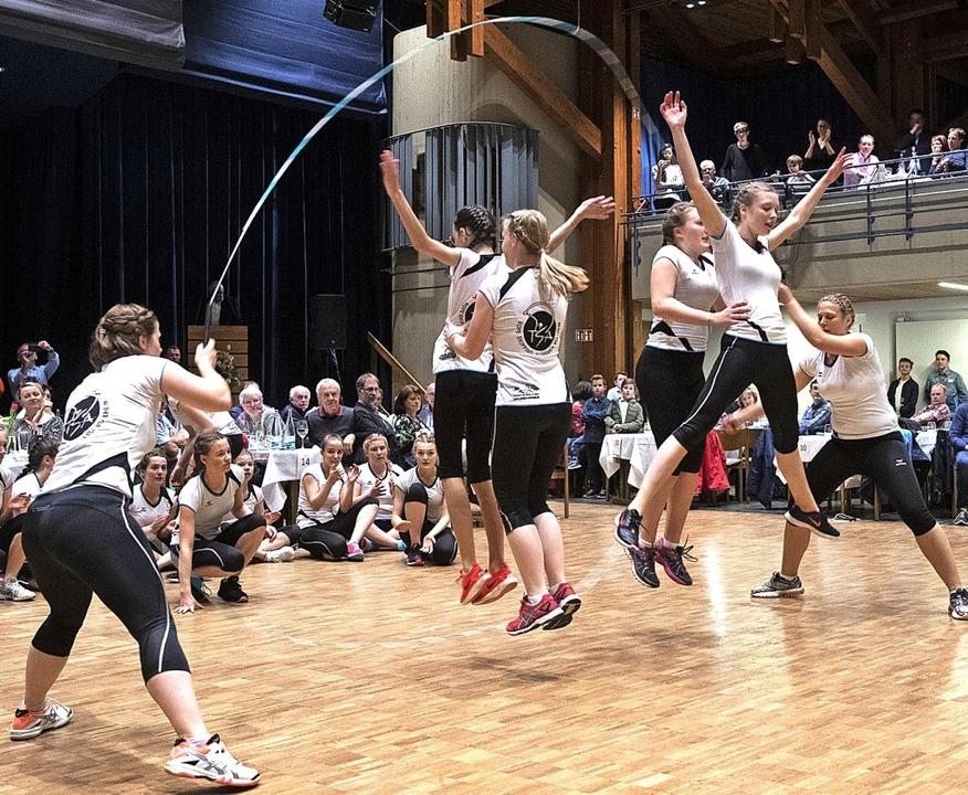 Die Rope Skipping-Gruppe der Tanzsportabteilung der Alemannia begeisterte.   | Foto: Volker Münch