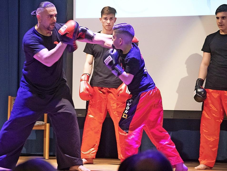 Die Gladiator Kampfschule gab einen kleinen Einblick in die Trainingsarbeit.  | Foto: Volker Münch