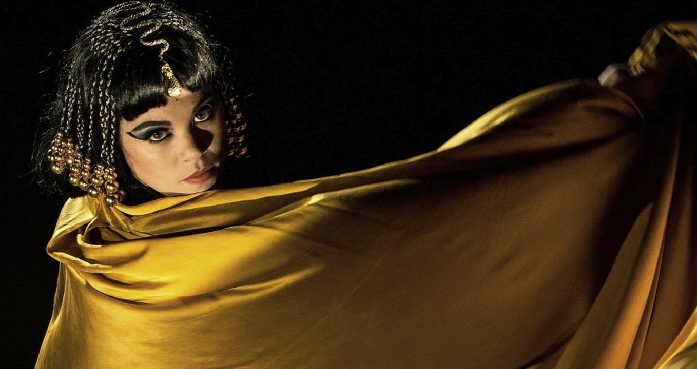 Regula Mühlemann bringt Kleopatra als ..., die im Hier und Jetzt leben könnte.   | Foto: Martin Förster