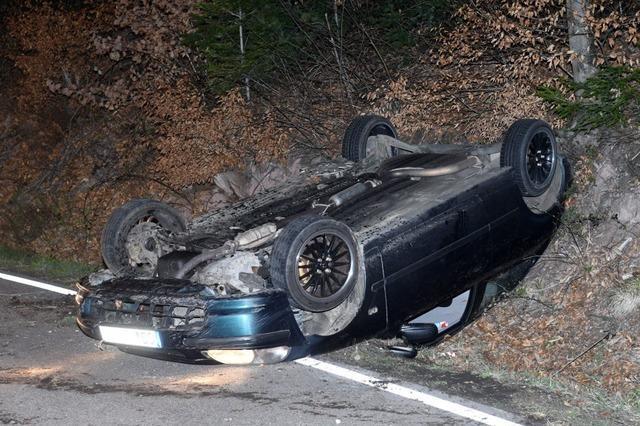 Auto überschlägt sich auf dem Schönberg – Fahrer war alkoholisiert