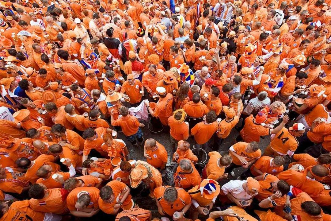Holländische Fans bei der EM 2008.  | Foto: dpa