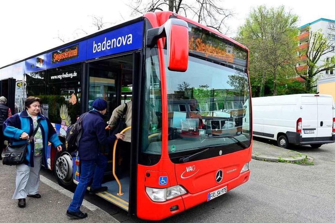 Die Polizei sucht nun Zeugen für den B...l des Busses der Linie 14 (Archivbild)  | Foto: Ingo Schneider