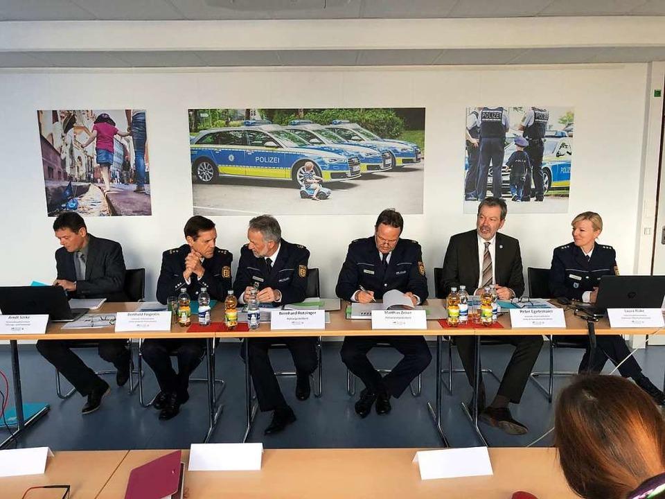 Die Freiburger Polizei mit Polizeipräs...atistik für das Jahr 2018 präsentiert.  | Foto: Joachim Röderer