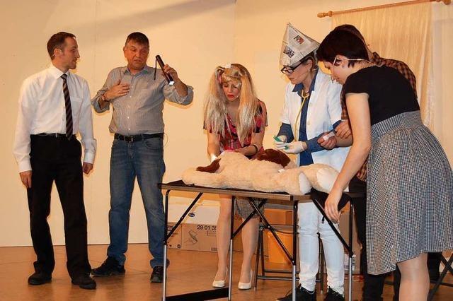 Binzger Laienschauspieler strapazieren die Lachmuskeln