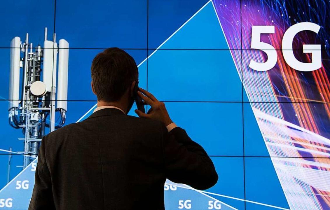 Der Mobilfunkstandard 5G verheißt blit... Smart Factoring und Autonomes Fahren.  | Foto: fotos: dpa