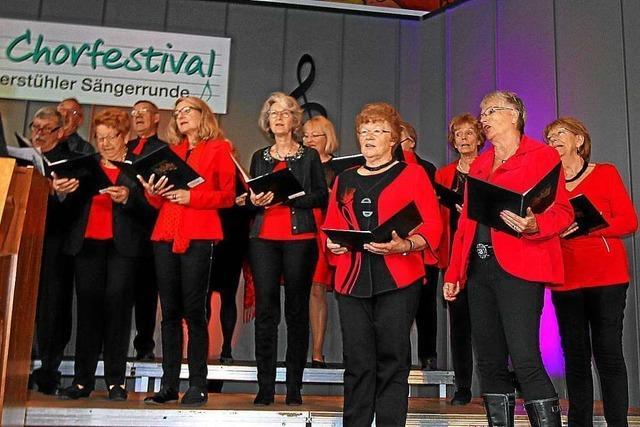 Beim Festival der Kaiserstühler Sängerrunde in Oberrotweil sangen über 20 Chöre