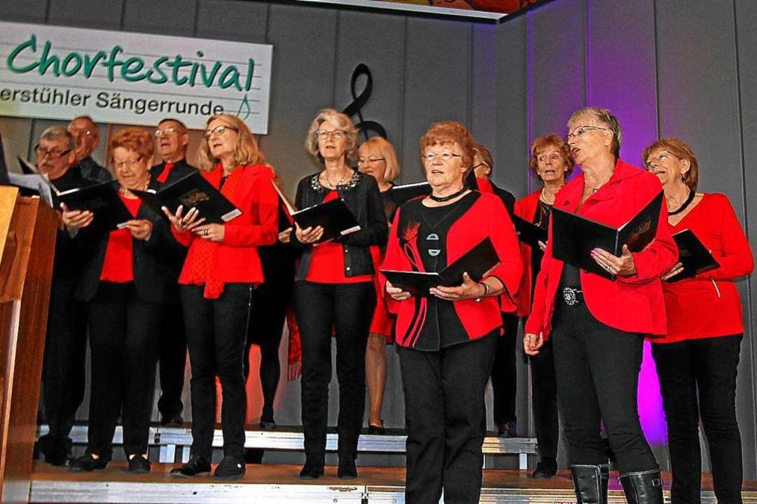 Auch der gemischte Chor aus Nimburg bereicherte das Programm.  | Foto: Herbert Trogus