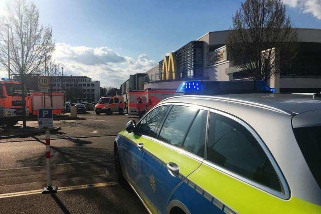 Verpuffung in Freiburg-Haslach löst Großeinsatz der Feuerwehr aus