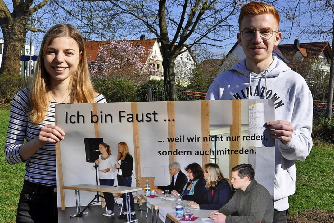 Julia und David vom Neigungskurs Gemei...le zur Landtagswahl 2016 aufgenommen.   | Foto: R. Ruther